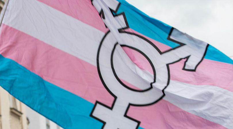 Todo lo que aprendí al salir del armario como persona trans no binaria ante mi jefe