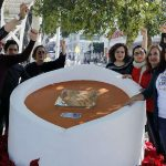Develan placa en honor a la activista transexual Agnés Torres Hernández