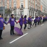Miles de mujeres rodean Madrid en una cadena feminista a un mes del 8M