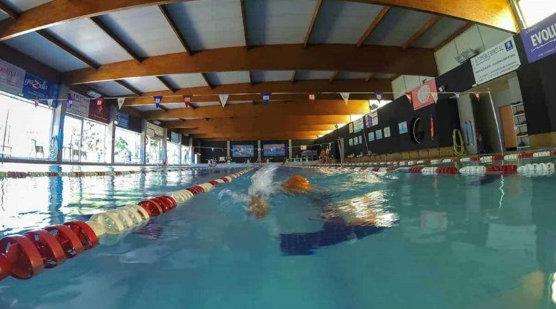 Una piscina municipal. / ENRIC BARTEL