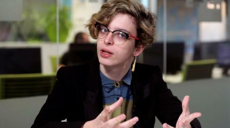"""Elizabeth Duval, escritora y activista trans: """"En redes sociales podemos pasar de la despreocupación a la histeria brutal en un momento"""""""