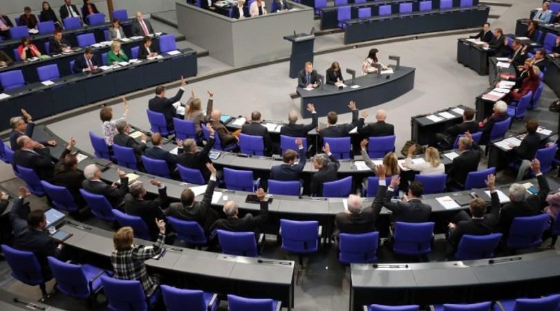 El parlamento alemán prohíbe las llamadas 'terapias de conversión'