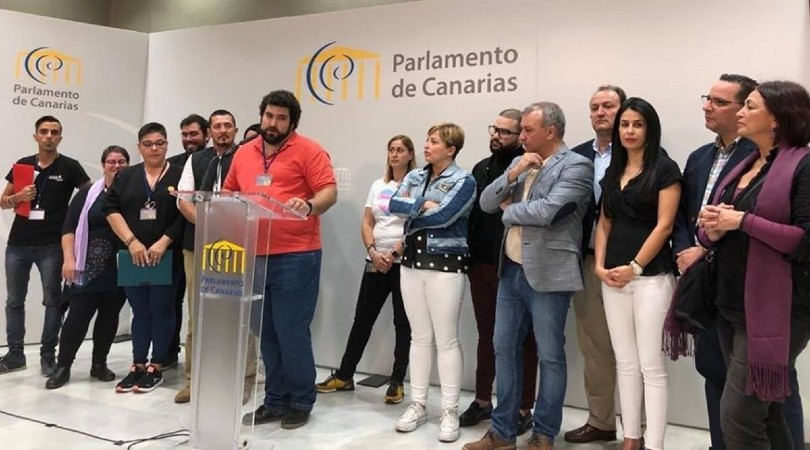 Representantes de la coordinadora y los grupos parlamentarios en la inscripción en el registro de la proposición de ley - COORDINADORA LGTBI