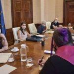 """Igualdad ofrece una mesa de trabajo para consensuar la Ley trans y los colectivos le piden que no tire """"balones fuera"""""""