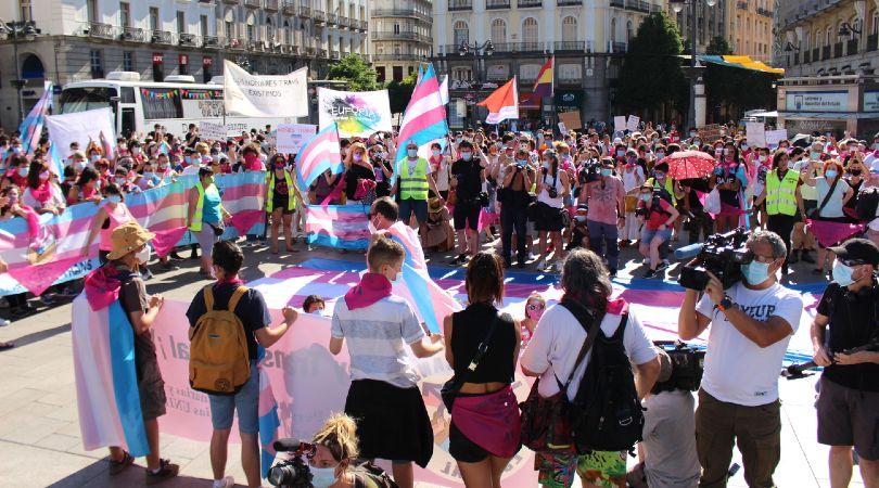 Concentración multitudinaria para exigir la tramitación de la Ley Trans Estatal
