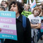 Qué está pasando con los derechos de las personas trans en España: de la Q de <i>Queer</i> a la T de TERF