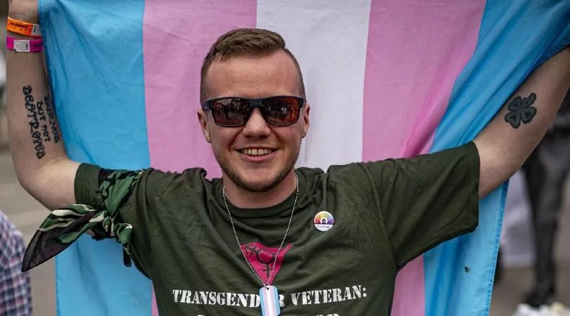Que una persona trans no te atraiga no es tránsfobo, reducirla a sus genitales sí lo es