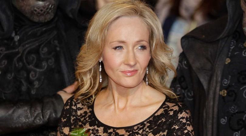 """Por qué las redes 'boicotean' el nuevo libro de J. K. Rowling sobre """"un asesino que se viste de mujer para aprovecharse de sus víctimas"""""""