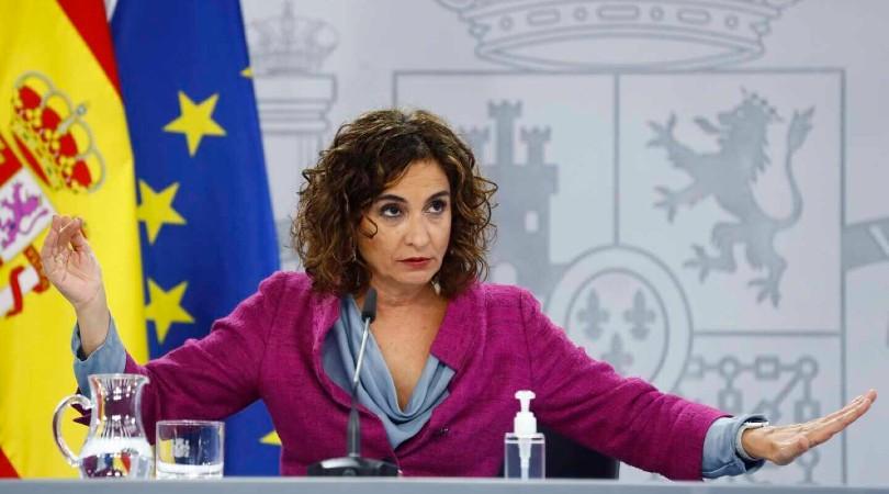 El Gobierno reprueba a las feministas del PSOE que quieren detener la Ley trans
