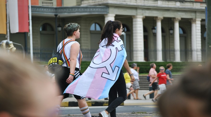 Noruega amplía la ley que prohíbe el discurso de odio contra las personas trans