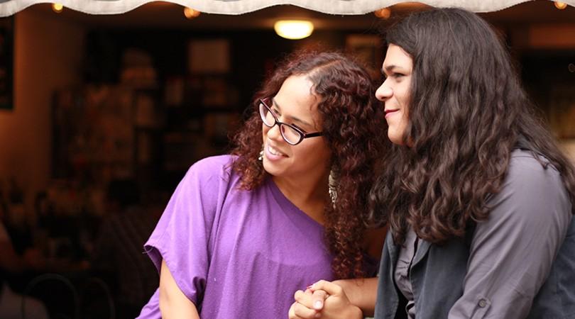 Jessica Marjane y Lía García, fundadoras de la Red de Juventudes Trans de México, en un momento de la entrevista.- Fotógrafa: Zuriñe Burgoa