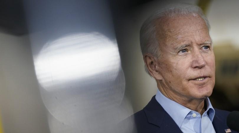 Joe Biden promete restaurar las protecciones de Obama y pone fin a la prohibición trans-militar en EEUU
