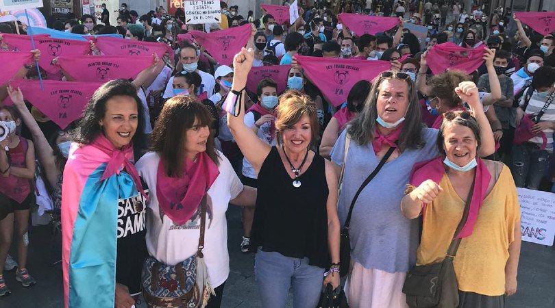 Collettivi spagnoli di persone trans e loro famiglie iniziano uno sciopero della fame