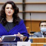 """Helena Dalli, comisaria europea de Igualdad: """"Ni una sola persona ha abusado de la ley de autodeterminación de género en Malta"""""""