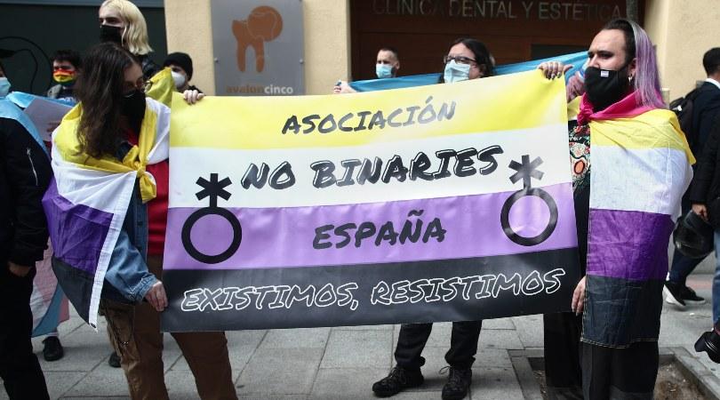 España debe avanzar hacia el reconocimiento de las identidades no binarias basado en la autodeterminación, según un estudio